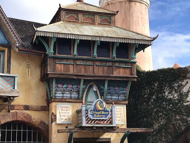 Universal Studios Islands of Adventure Croissant Moon BakeryUniversal Studios Islands of Adventure Croissant Moon Bakery