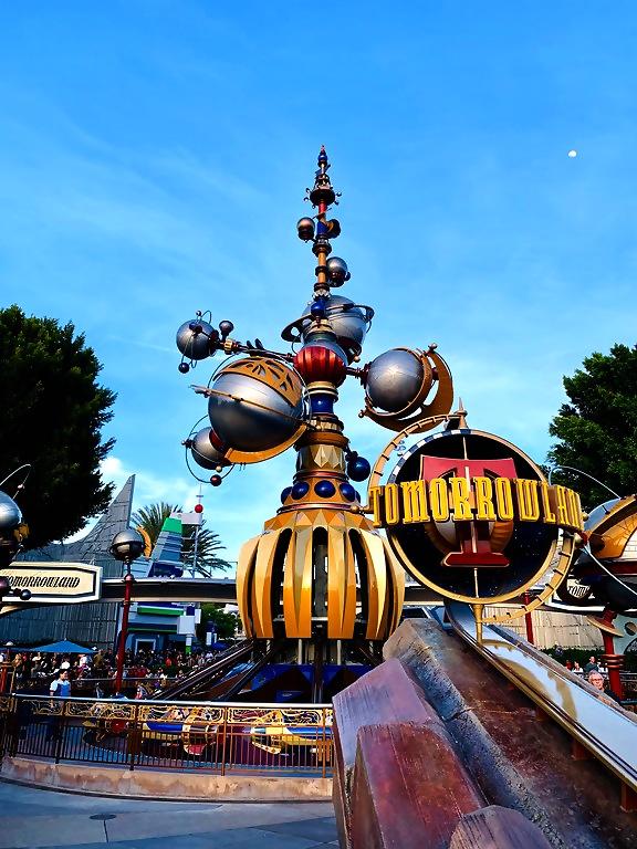 Tomorrowland disneyland astro orbiter