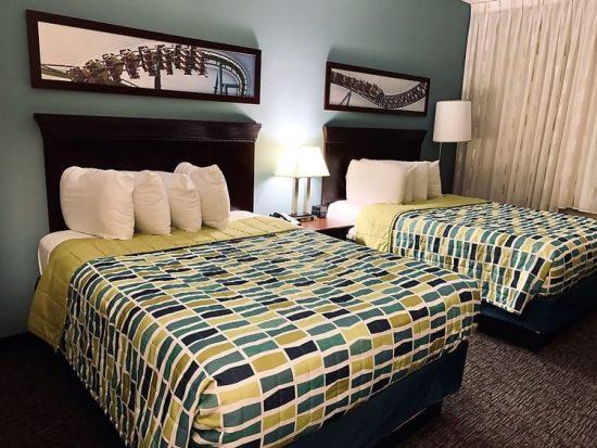 Cedar Point Express Hotel Guest Room