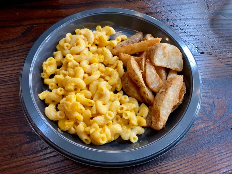 Wizarding World of Harry Potter Three Broomsticks Macaroni and Cheese