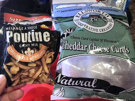 Poutine gravy and cheese curds