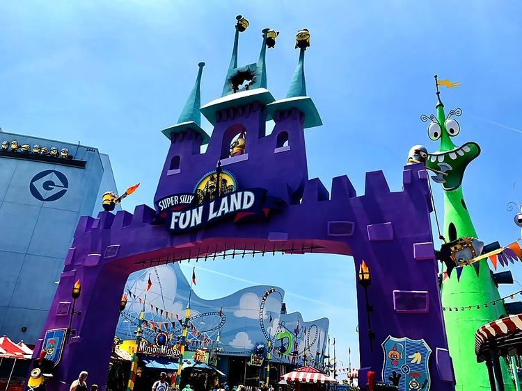 Universal Studios Hollywood Super Silly Fun Land Minions