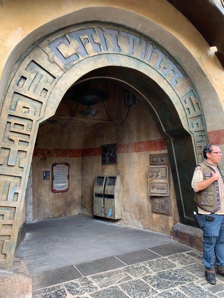 Oga's Cantina Star Wars Galaxy's Edge